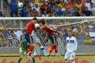 Piqué y Ramos saltan a cabecear con Chiellini en el España-Italia; Copa Confederaciones