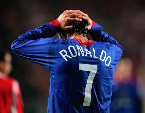 Ronaldo, la mamma lascia ospedale dopo l'ictus: