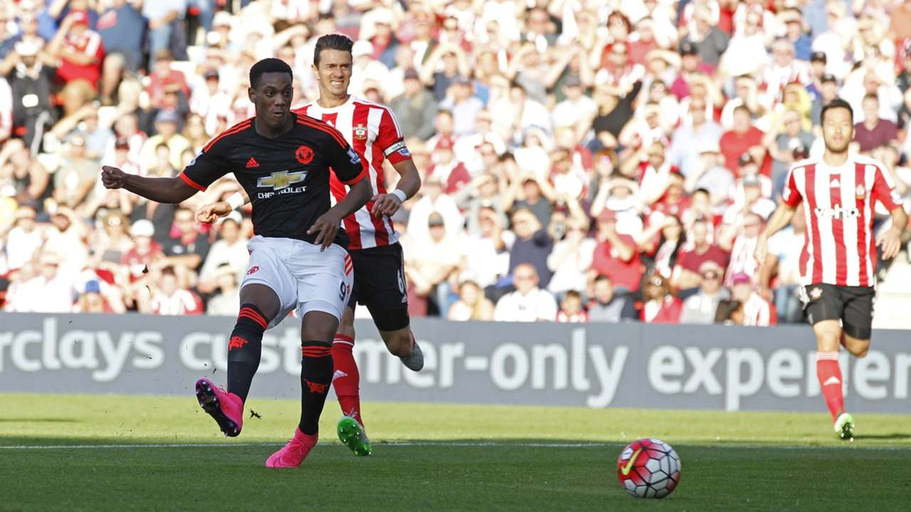Anthony Martial scores for Manchester United vs Southampton