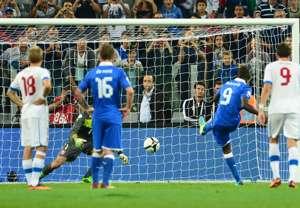 Mario Balotelli (Italy) scores a penalty against Czech Republic