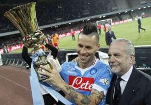 Hamsik e De Laurentiis con la Coppa