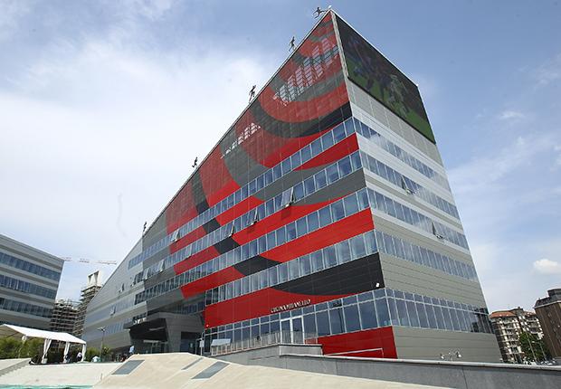 REPUBBLICA - Cessione Milan, trattativa Elliott-Arnault: affare da 960 milioni, scelto il tecnico
