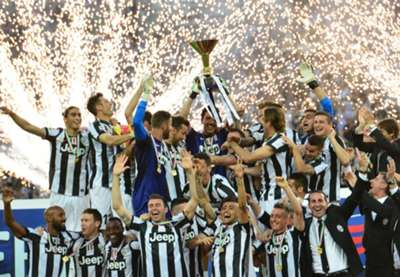 Juventus celebrating with Scudetto's trophy
