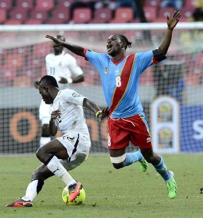 Ghana's Mubarak Wakaso pulls down Tresor Mputu - Ghana vs DR Congo