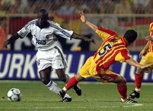 ARCHIVE: Emre Belozoglu (Galatasaray) - Claude Makelele (Real Madrid), UEFA Super Cup Final 2000