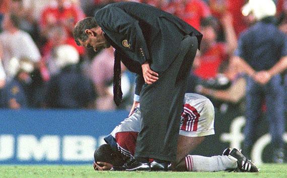 Samuel Kuffour ließ seinen Emotionen nach dem verlorenen Finale von 1999 freien Lauf