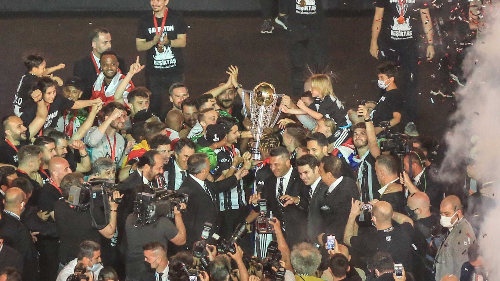 Beşiktaş Süper Lig şampiyonluk kupa tören 2020-21