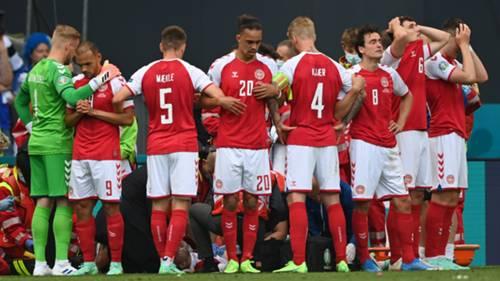 Danimarkalı Futbolcular Eriksen'in başında