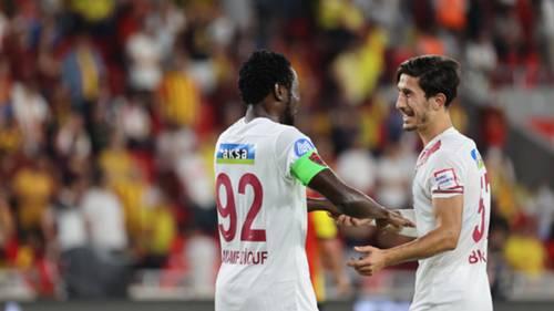 Hatayspor gol sevinci Mame Diouf Burak Öksüz
