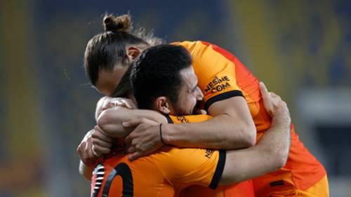 Galatasaray gol sevinci Emre Akbaba Taylan Antalyalı
