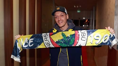 Mesut Özil Fenerbahçe atkısı 18 Ocak 2021