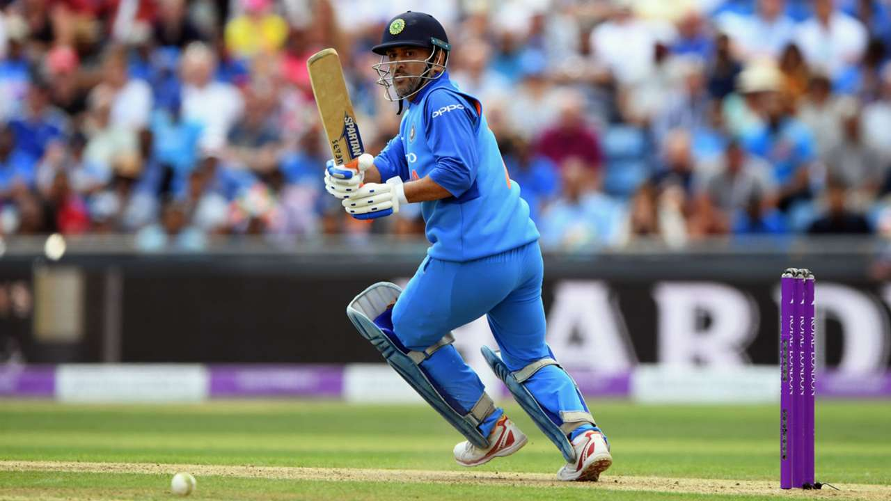 MS Dhoni - cropped
