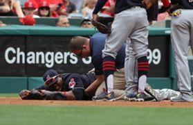 Juan Uribe goes down with injury