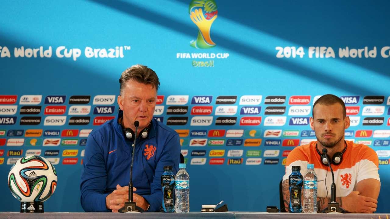 Louis van Gaal Wesley Sneijder - cropped