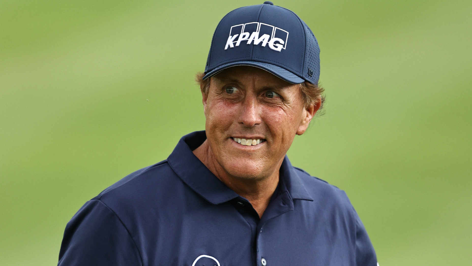 Mickelson surges into Travelers Championship lead, McIlroy four back 1