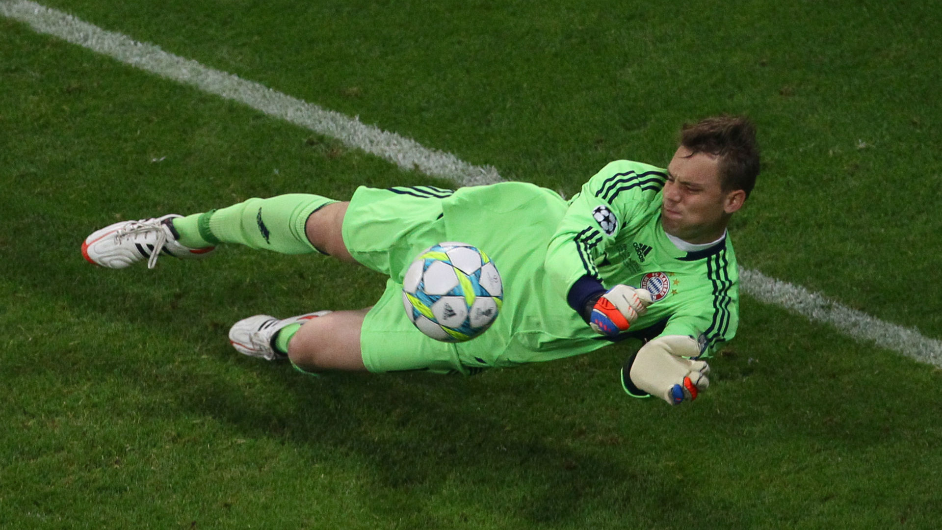 Neuer dreaming of captaining Bayern Munich in another home Champions League final after signing new contract