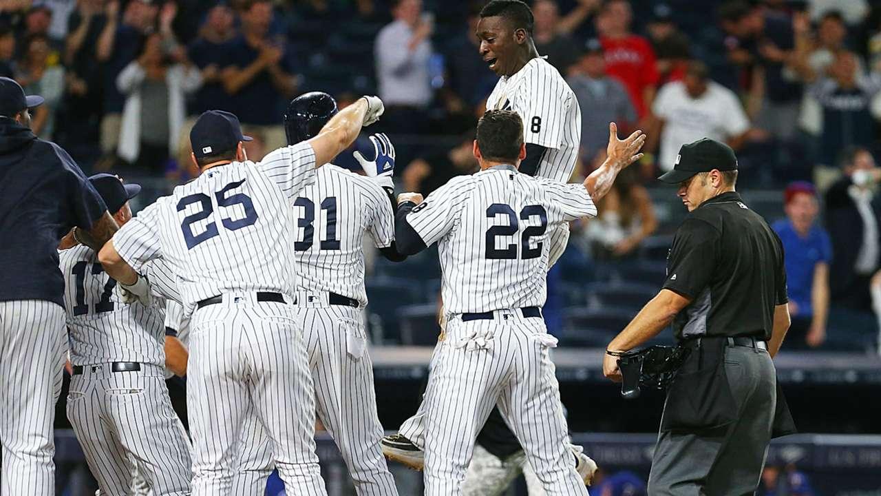 Yankees celebrate Didi Gregorius' walkoff