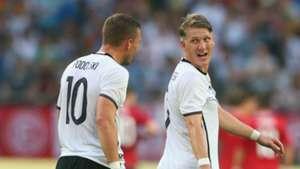 Podolski Schweinsteiger - cropped