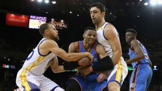 Russell Westbrook (center), Zaza Pachulia (right) and Steph Curry