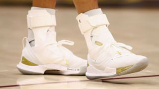 stephen-curry-shoes-11292018-usnews-getty-ftr