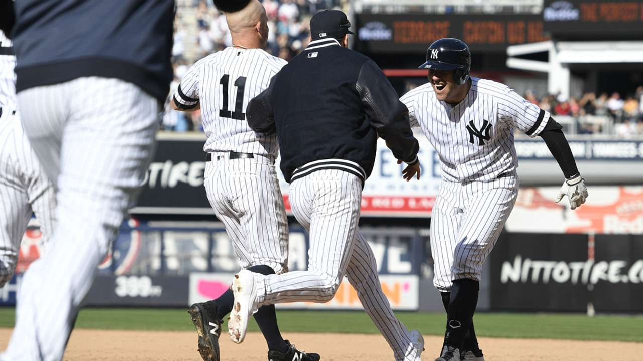 Austin Romine and Yankees celebrate win