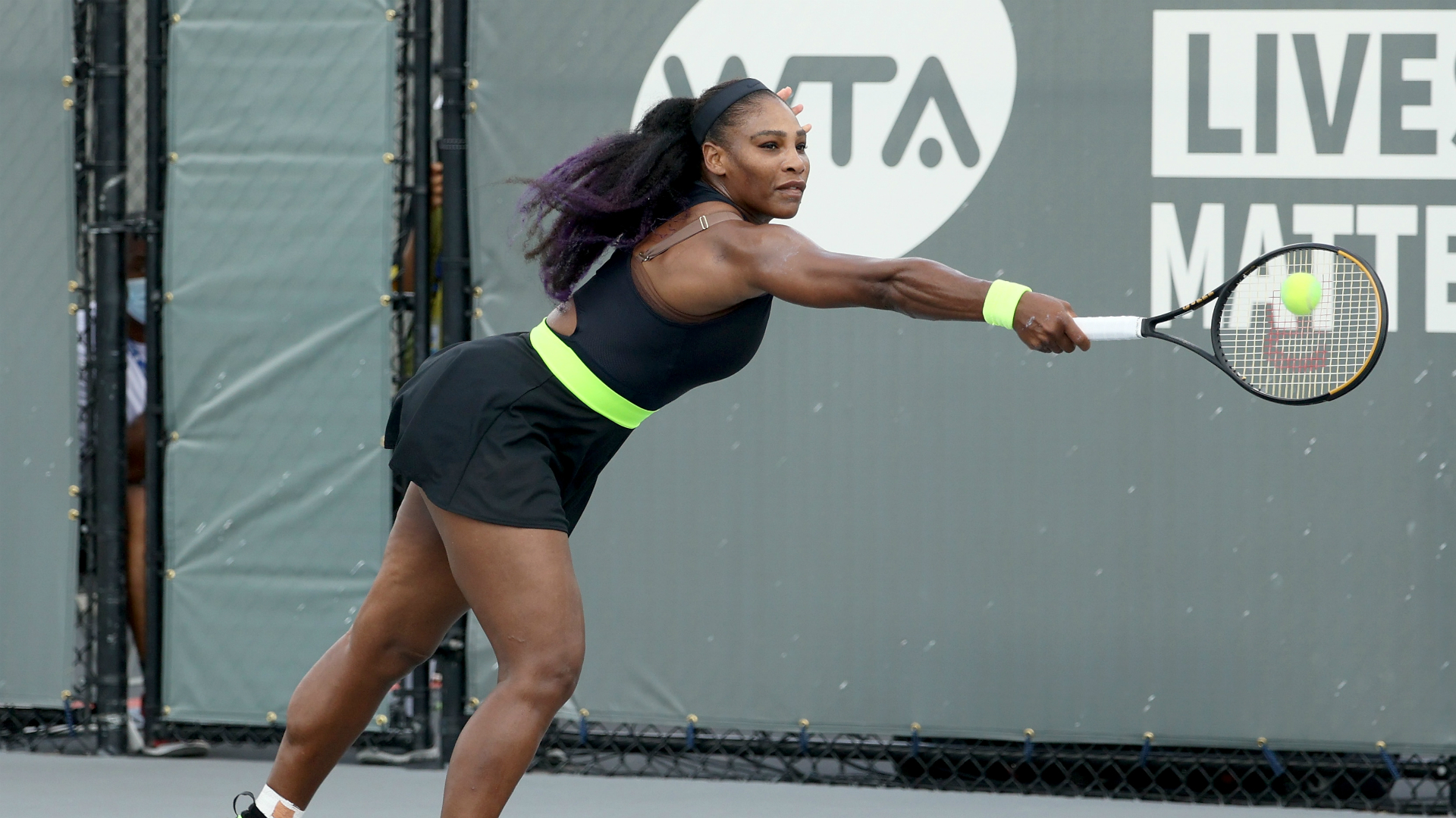 Serena Williams comes back to defeat sister Venus in hard-fought Top Seed Open clash 1