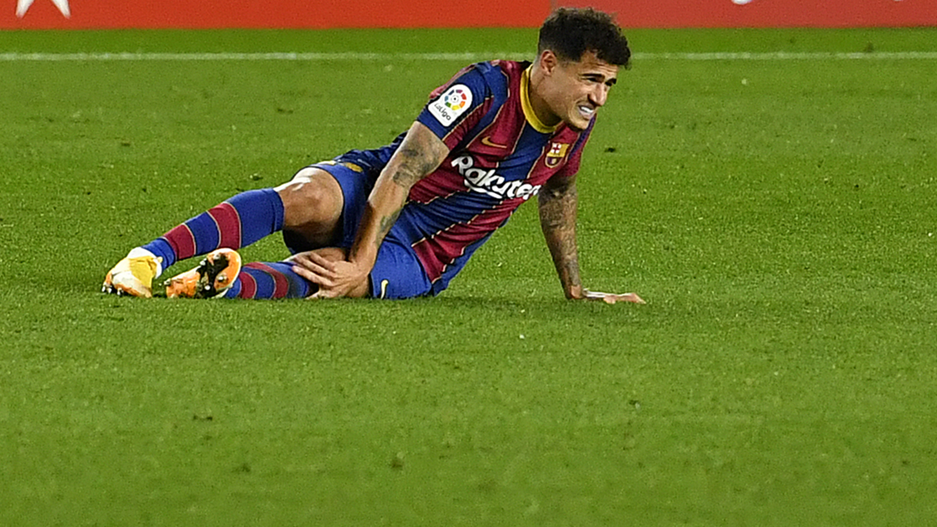 Coutinho could face several months out as Barcelona confirm meniscus surgery
