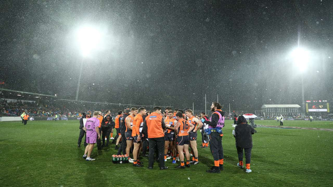 Giants v Hawthorn snow