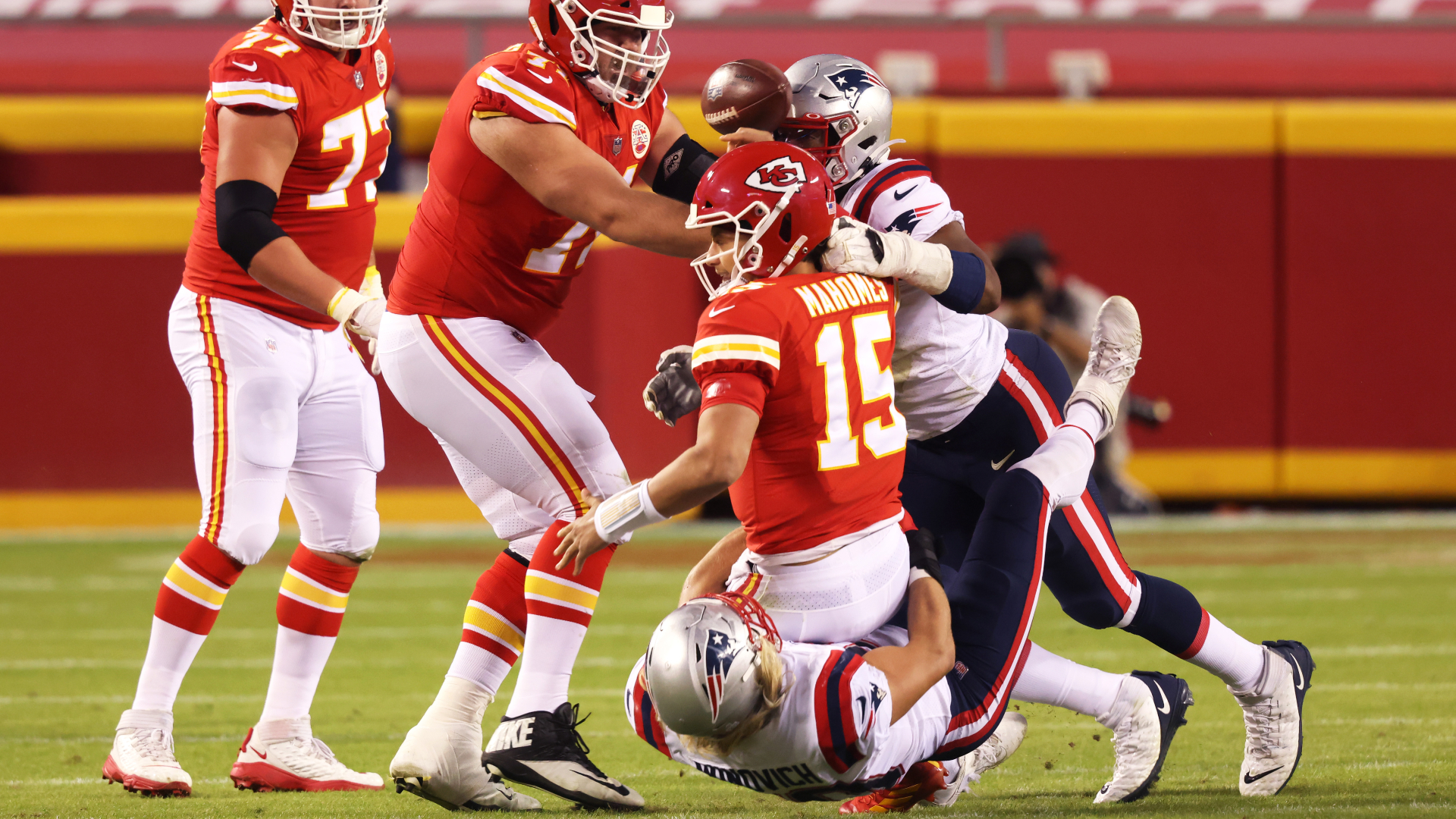 Officials butcher call in Chiefs-Patriots game, negating clear Kansas City  turnover | Sporting News