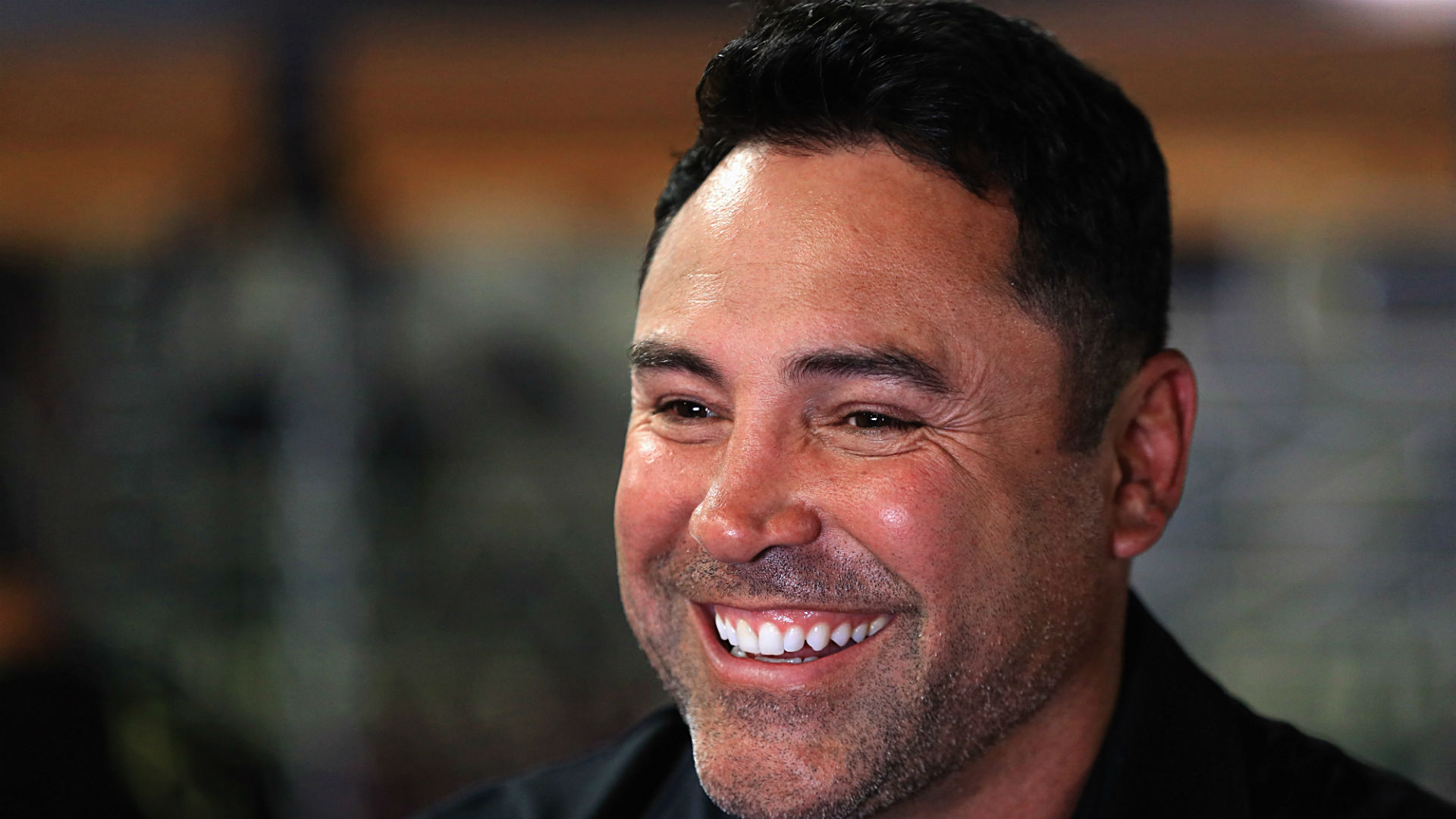 Oscar De La Hoya coming out of retirement; wants to fight 'any top guy out there'