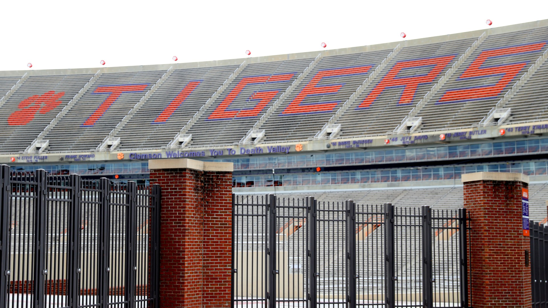 23 Clemson football players test positive for COVID-19 1