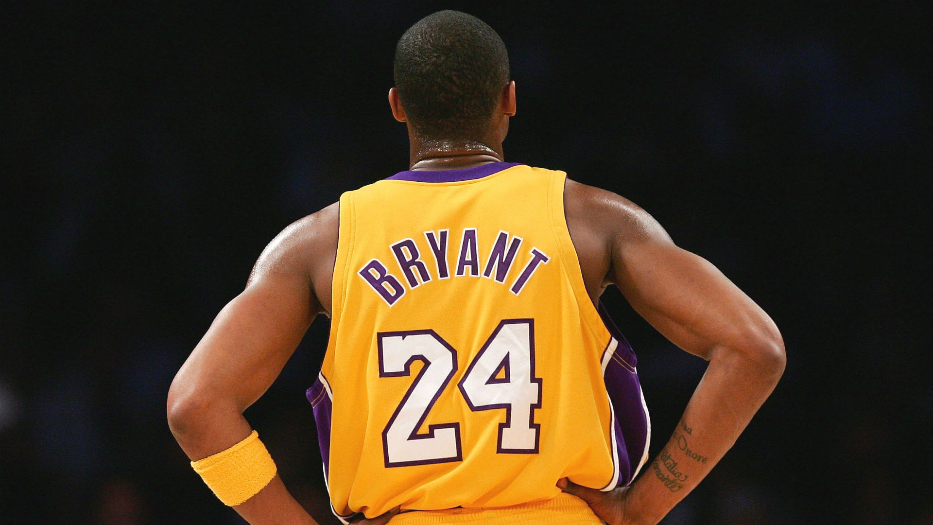 Kobe Bryant Dead At 41 Sports World Pays Tribute To Basketball Legend Sporting News