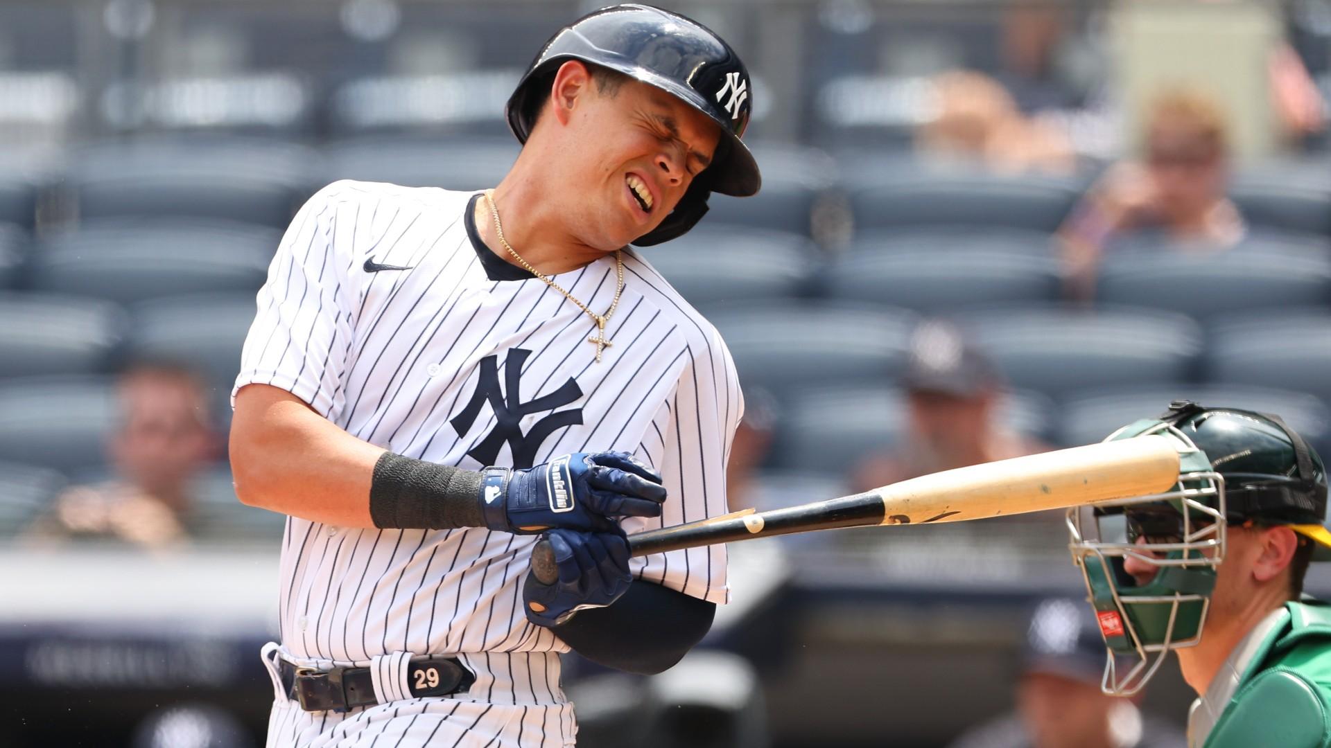 Yankees' Gio Urshela recovers from bat splinter to eye and home run ahead in win