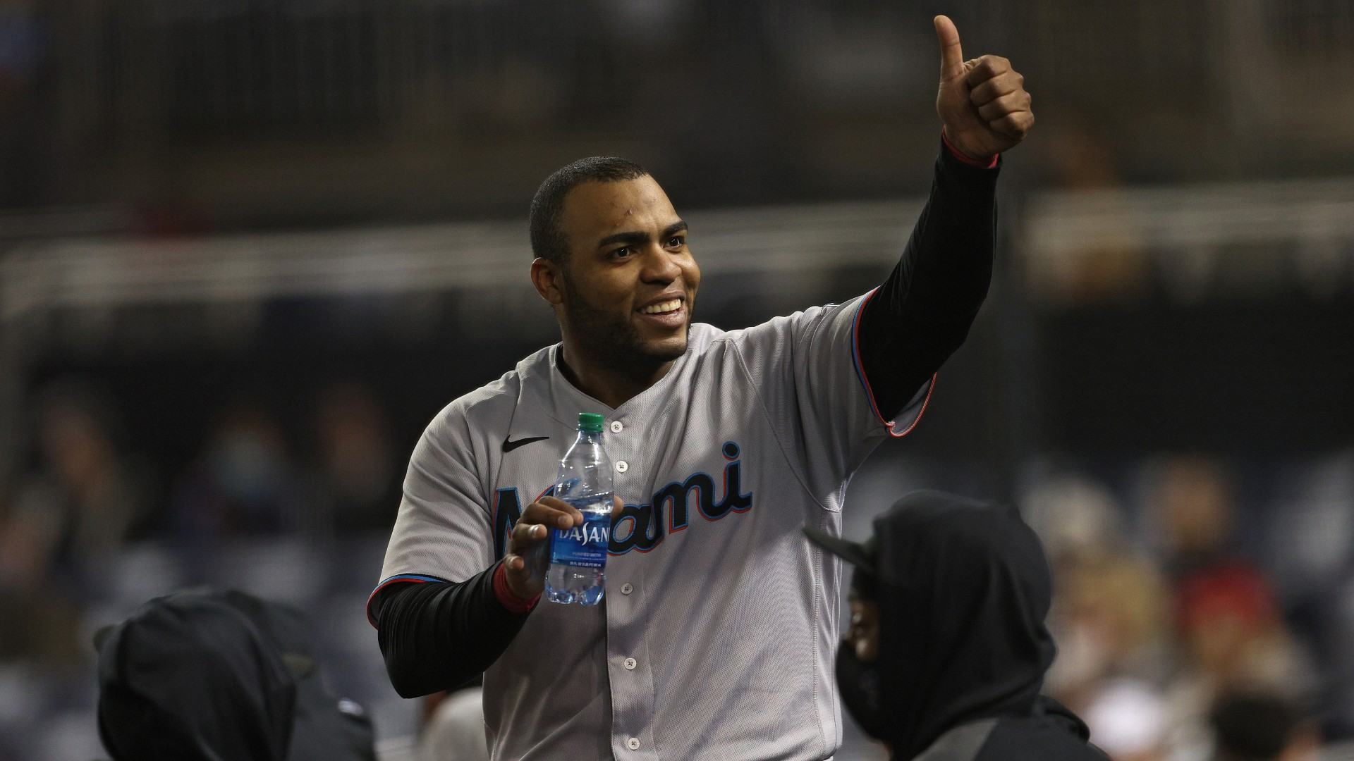 Marlins 'Jesus Aguilar literally tries to steal signs from D-backs' Carson Kelly
