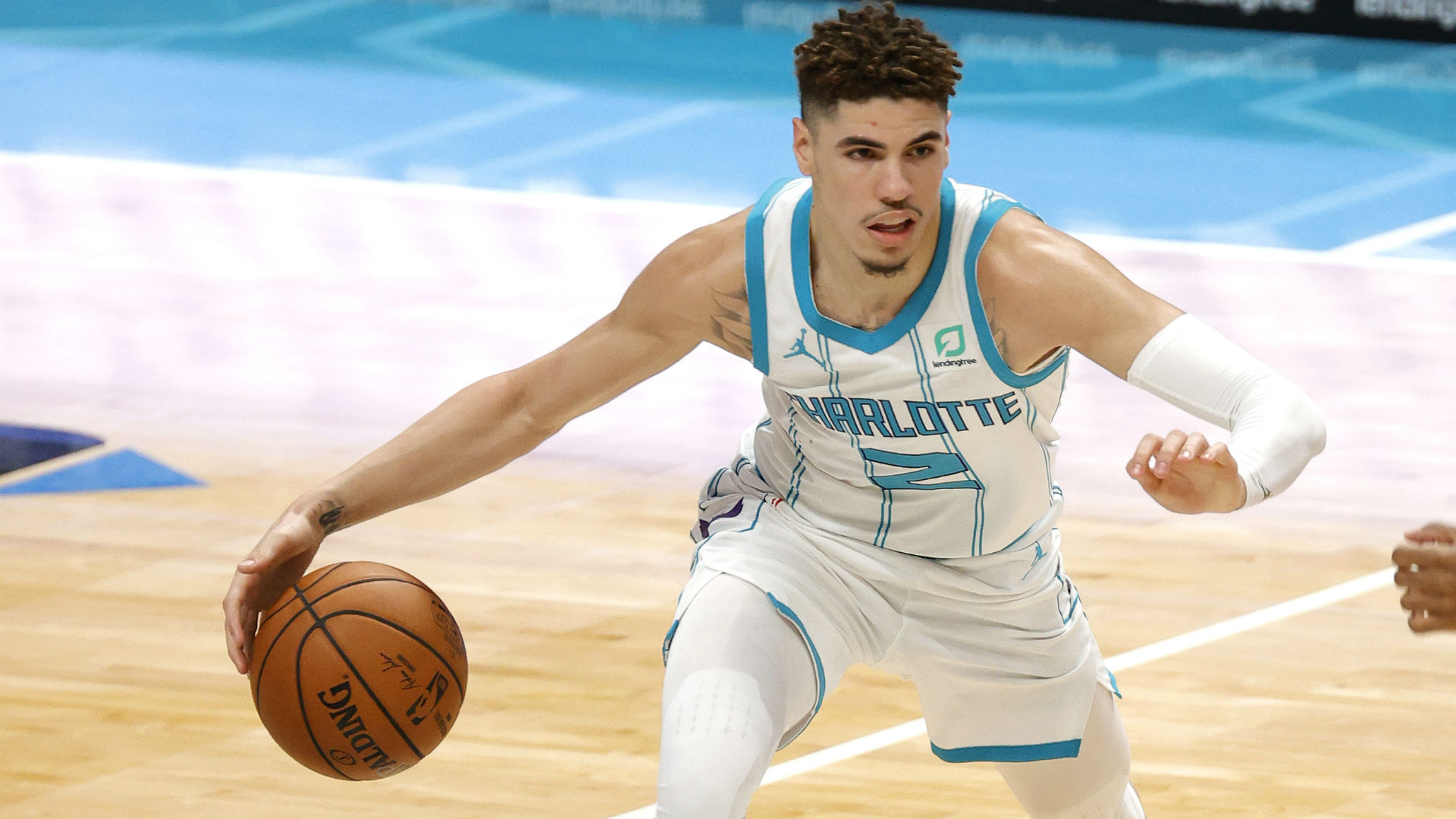 LaMelo Ball shows off flashy passing, iffy shooting in Hornets' preseason debut
