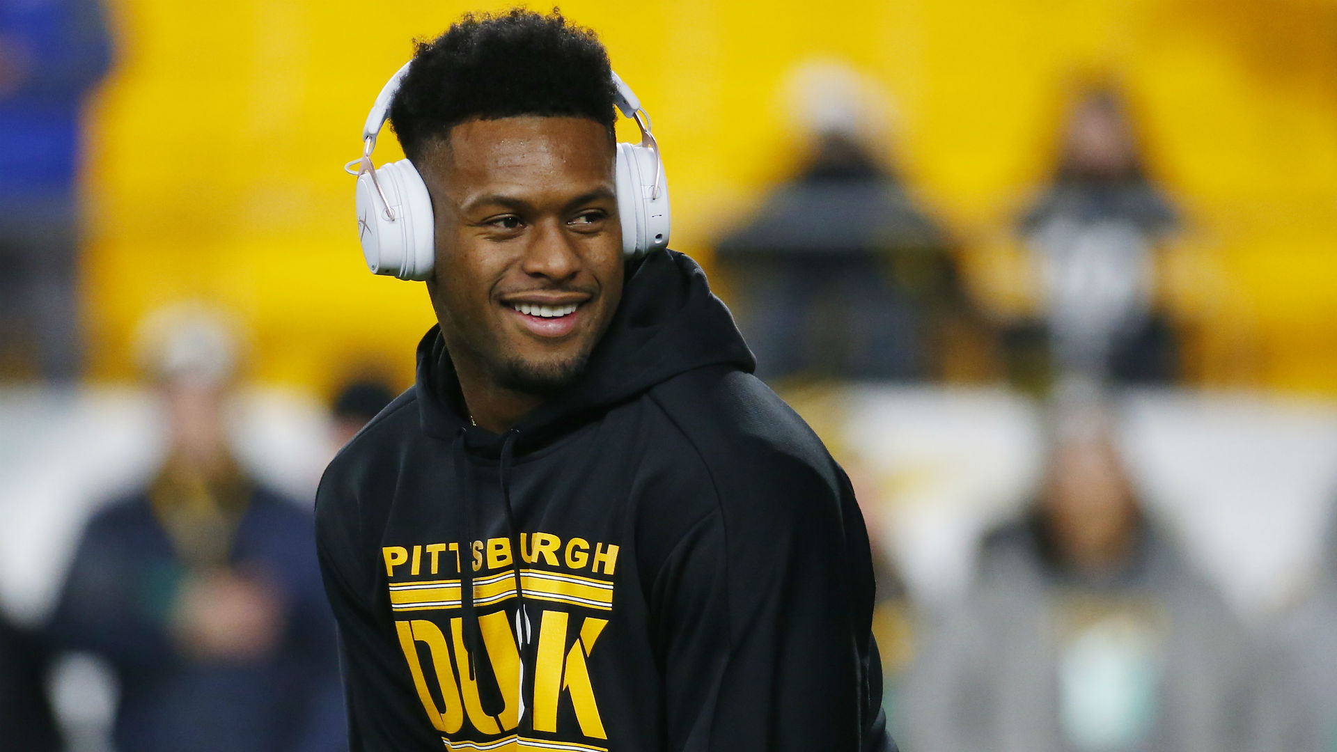 Why did JuJu Smith-Schuster decide to re-sign with the Steelers over the Ravens leaders?