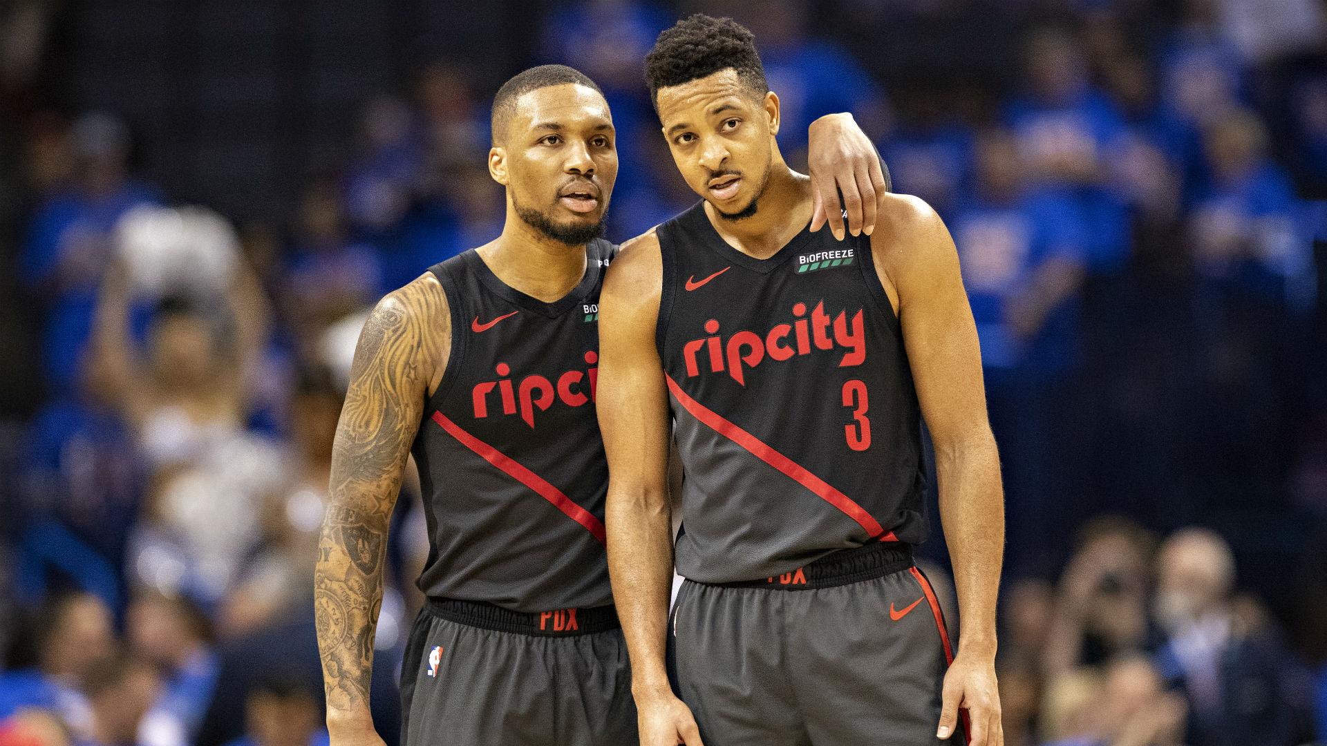 La transmisión en vivo de la NBA se clasifica como R cuando CJ McCollum comienza a leer comentarios 11