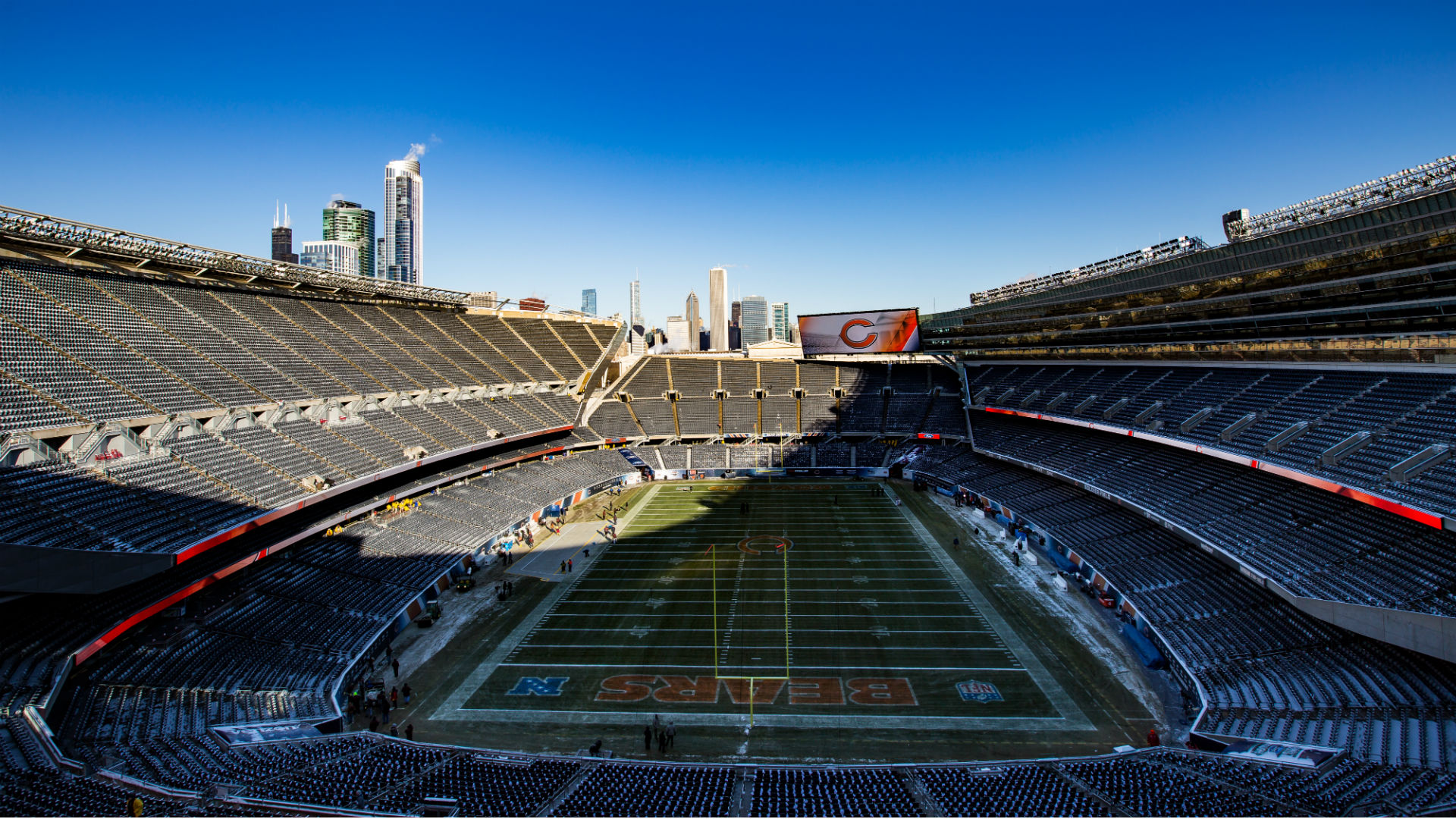 The Bears use Arlington's offer to squeeze Chicago into Soldier Field;  The mayor says they should focus on improving