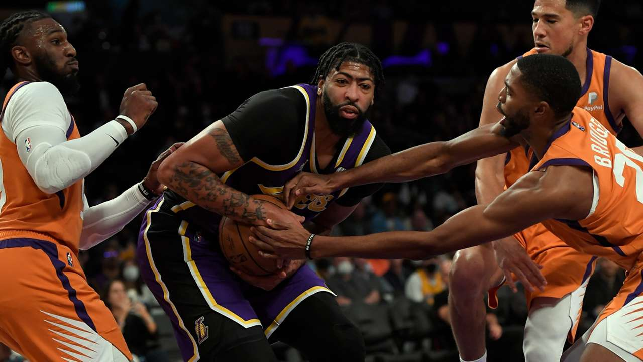 Anthony Davis during the first half against the Phoenix Suns