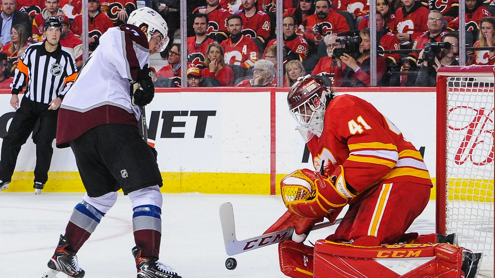 NHL playoffs 2019: Flames' Mike Smith records shutout, assist in Game 1 win over Avalanche