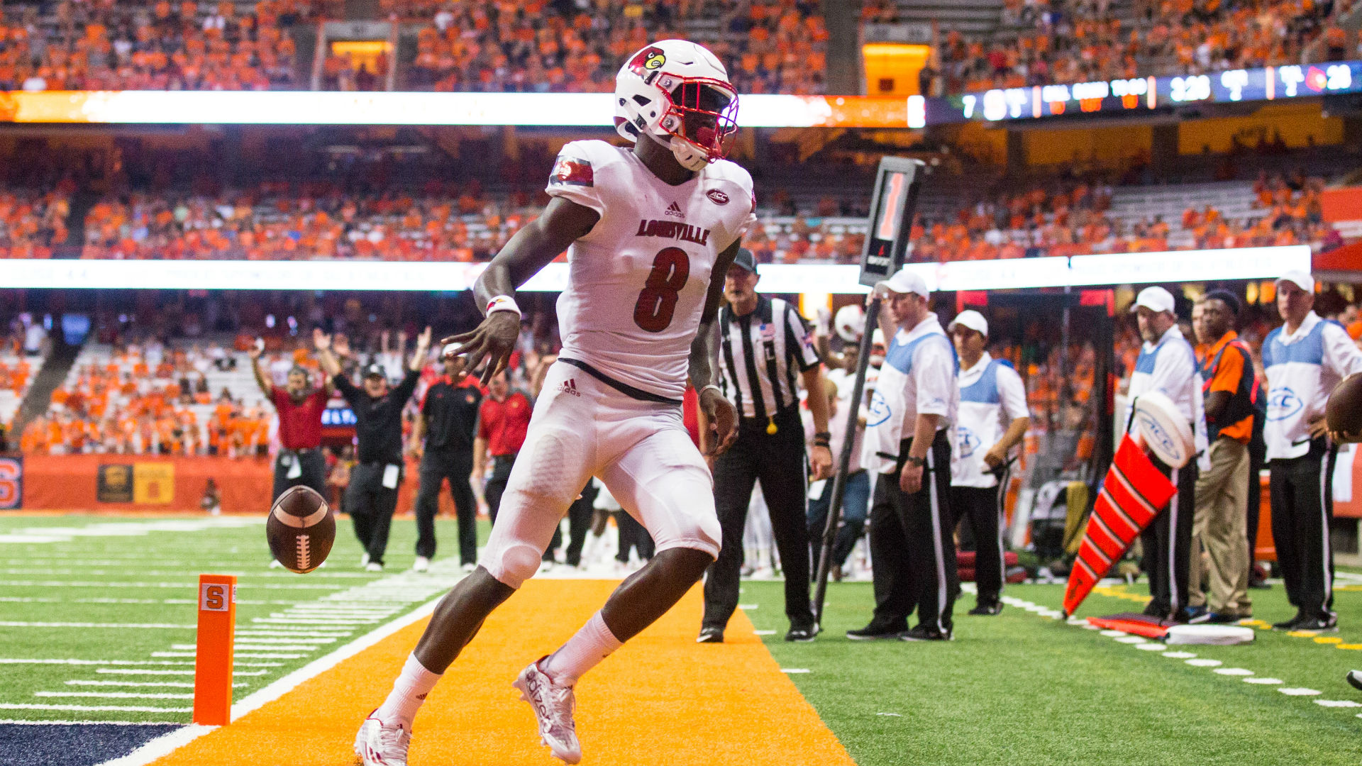 Remembering The Time Lamar Jackson Leaped Over A Syracuse Defender In College Sporting News