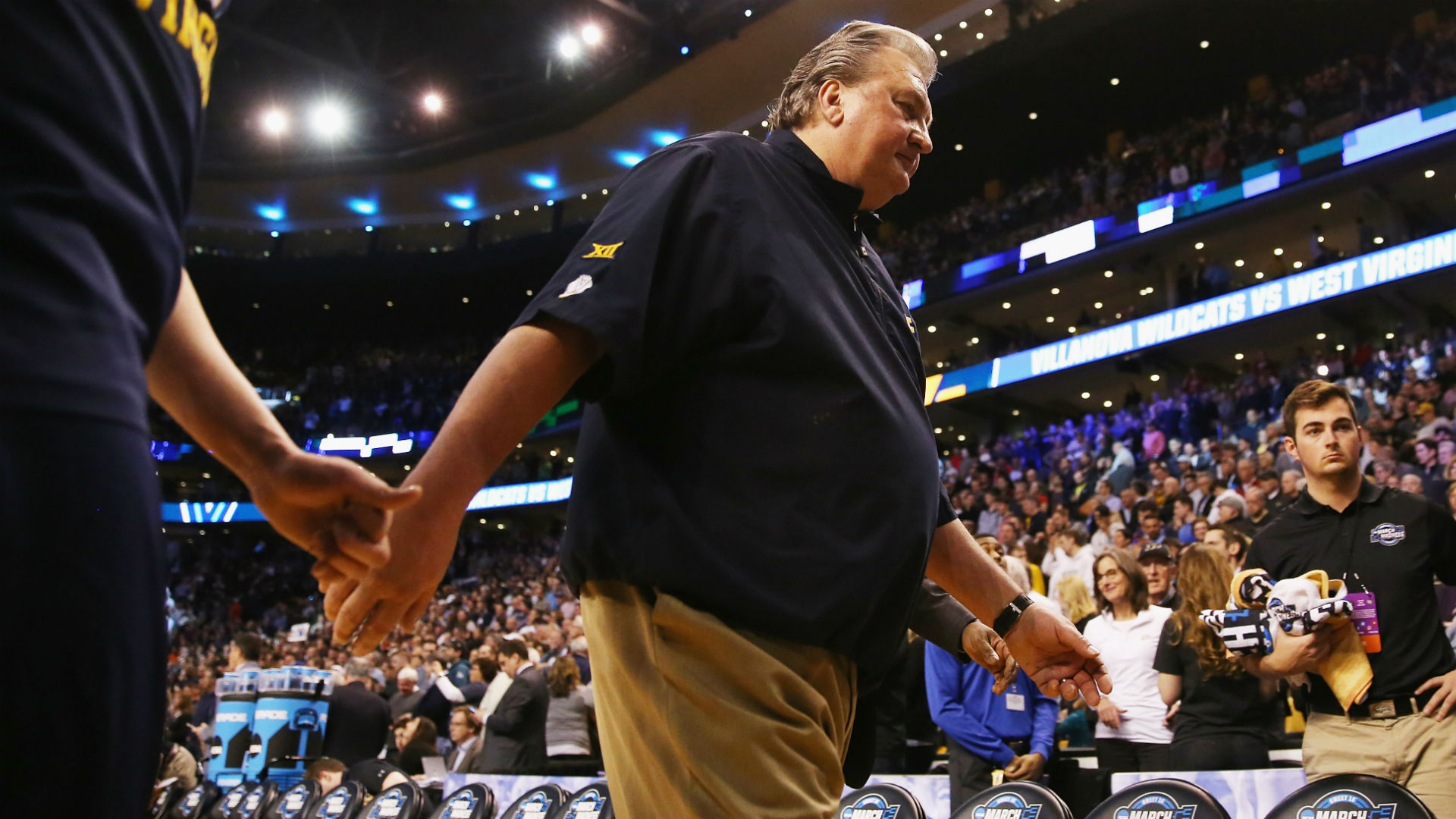 Bob Huggins' ascent to tie Adolph Rupp in career wins has him walking among legends