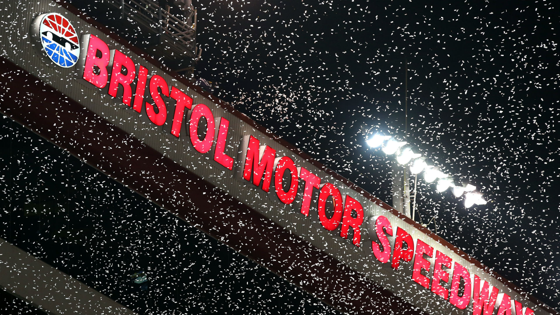 Which channel is NASCAR today?  TV schedule, the start time of the Bristol dirt race, which was postponed to Monday