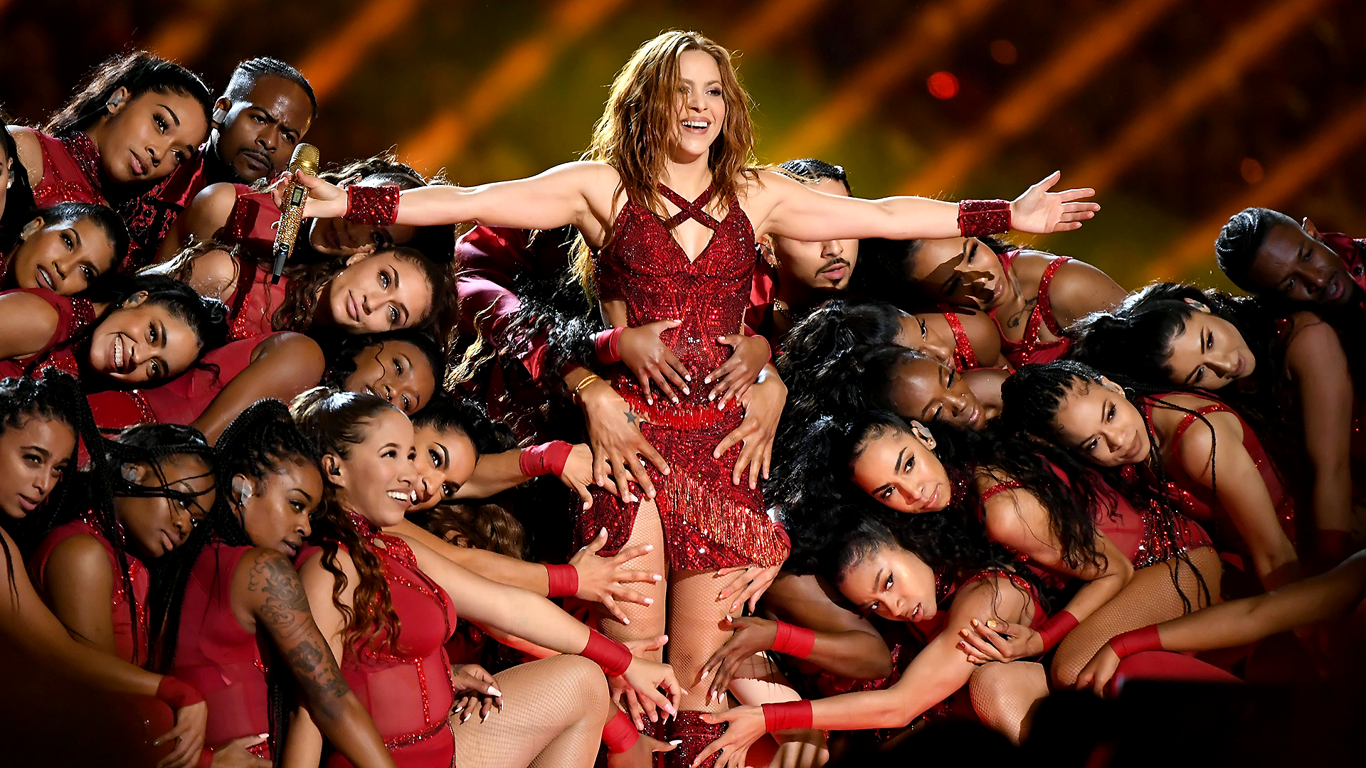 Shakira's meme at Super Bowl 2020 halftime show actually has meaning |  Sporting News