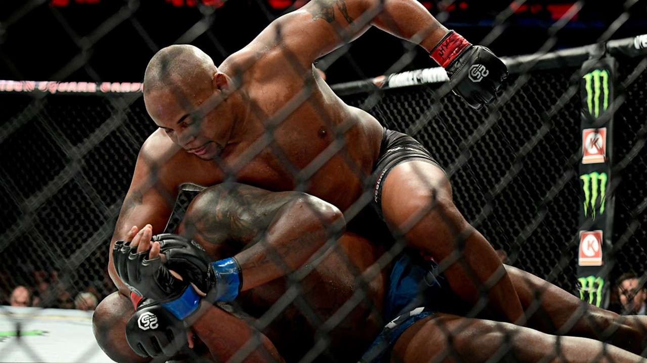 Cormier-vs-Lewis-UFC-110418-Getty-FTR.jpg