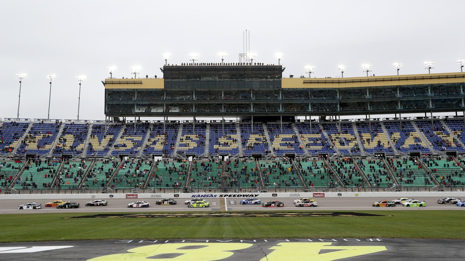 What time does the NASCAR race start today?  Kansas Race TV Program