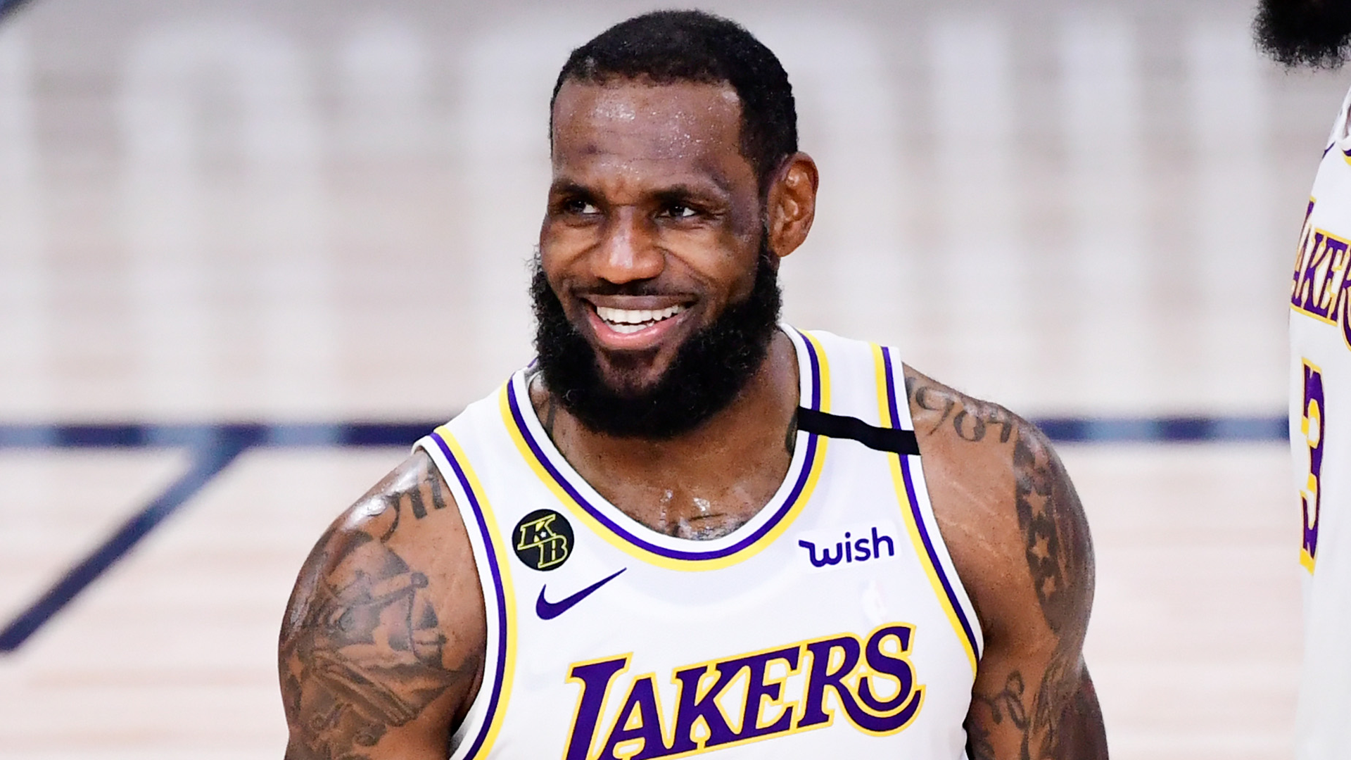 LeBron James has Kobe-esque game in Lakers win over Cavs