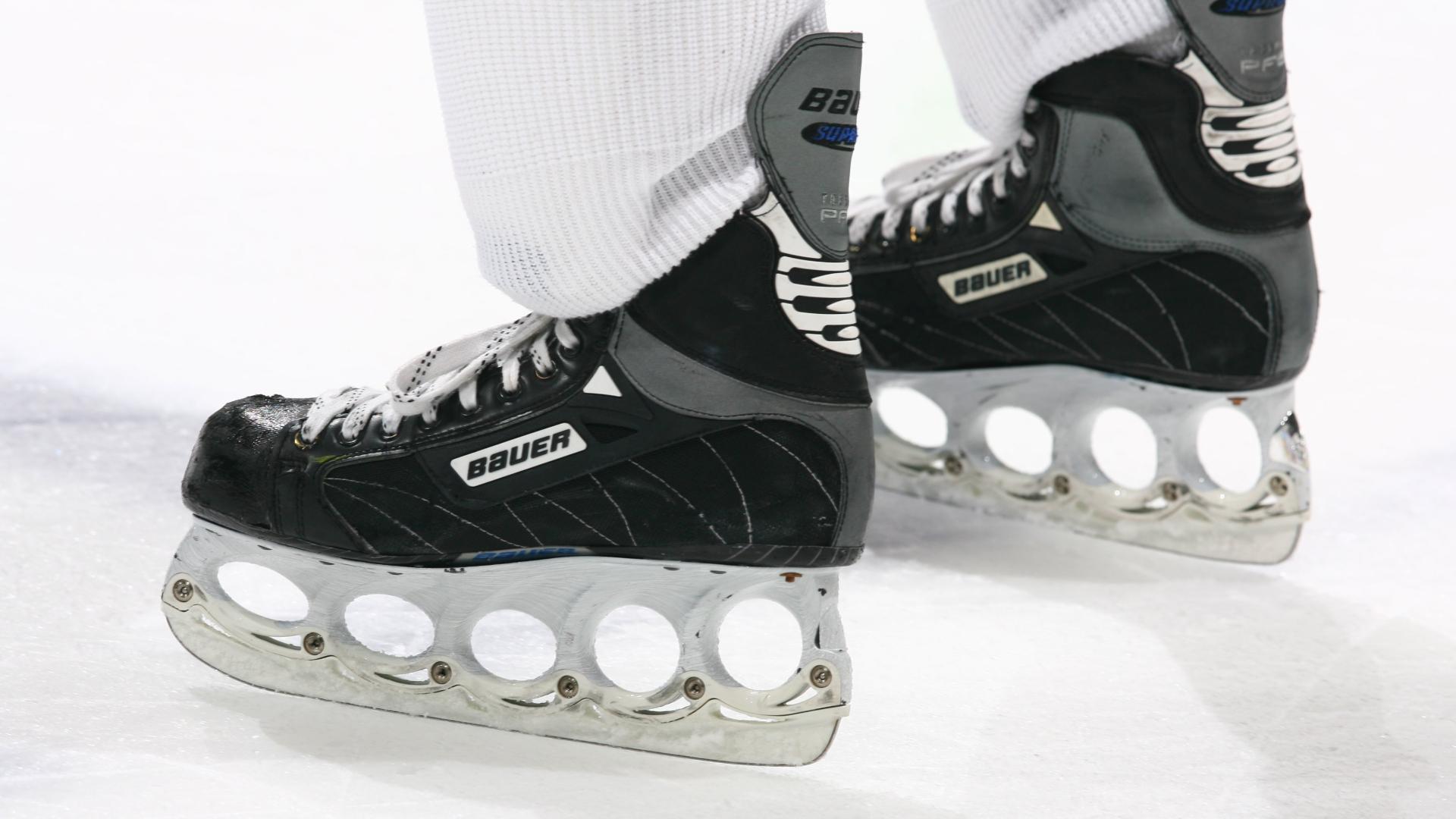 La compañía de equipos de hockey Bauer comienza a hacer protectores faciales para trabajadores médicos 4