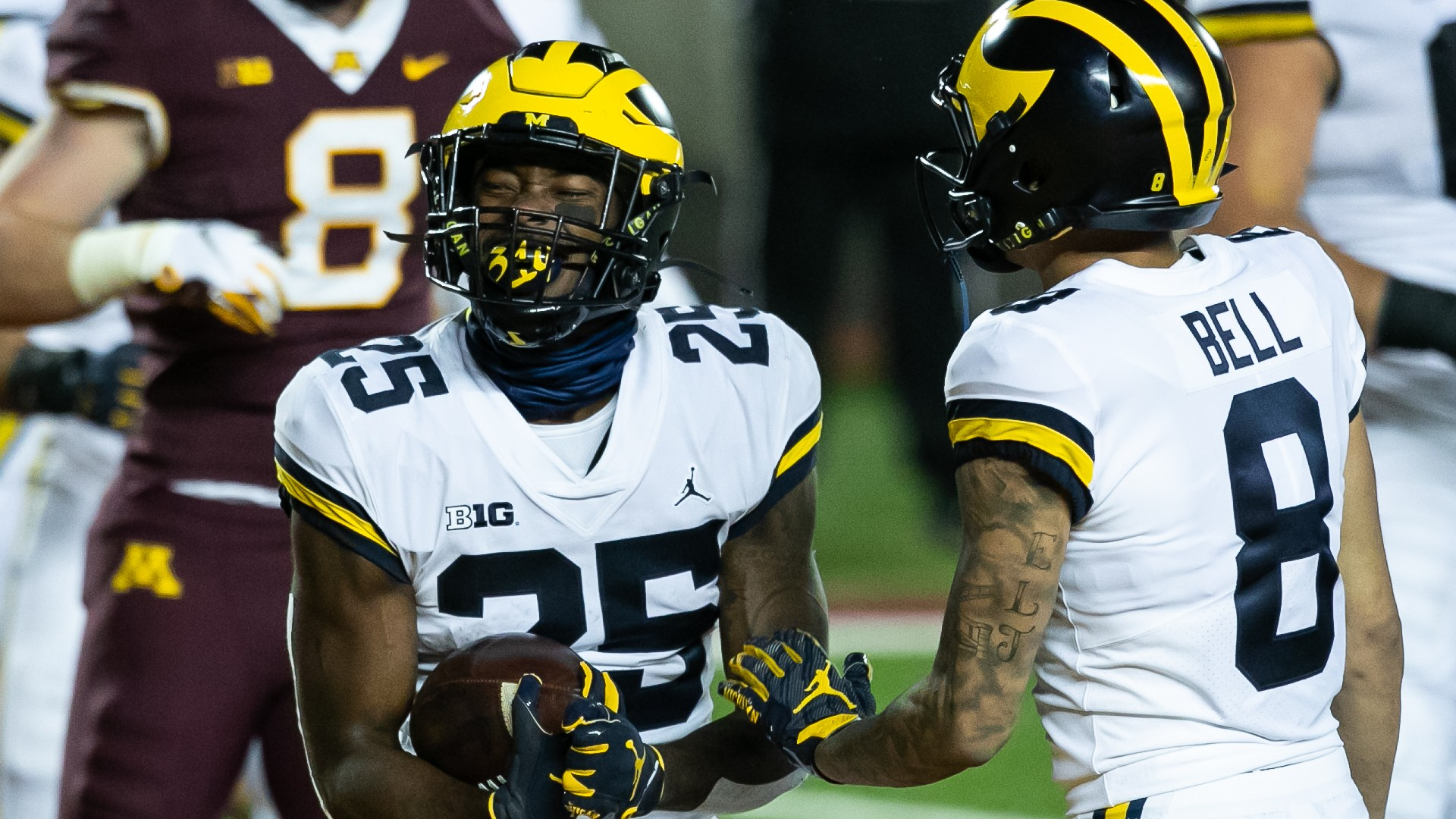 College football bowl projections: Michigan, Wisconsin ...