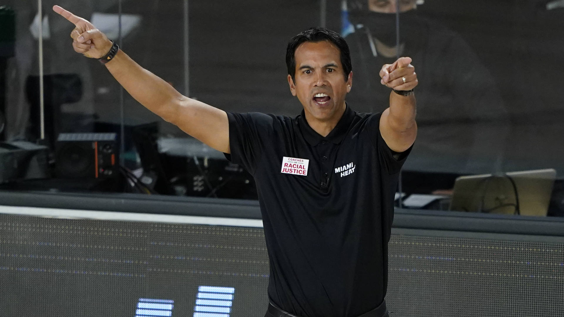 As Heat Burn Through Nba Playoffs Erik Spoelstra Starting To Wear Look Of Elite Head Coach Sporting News